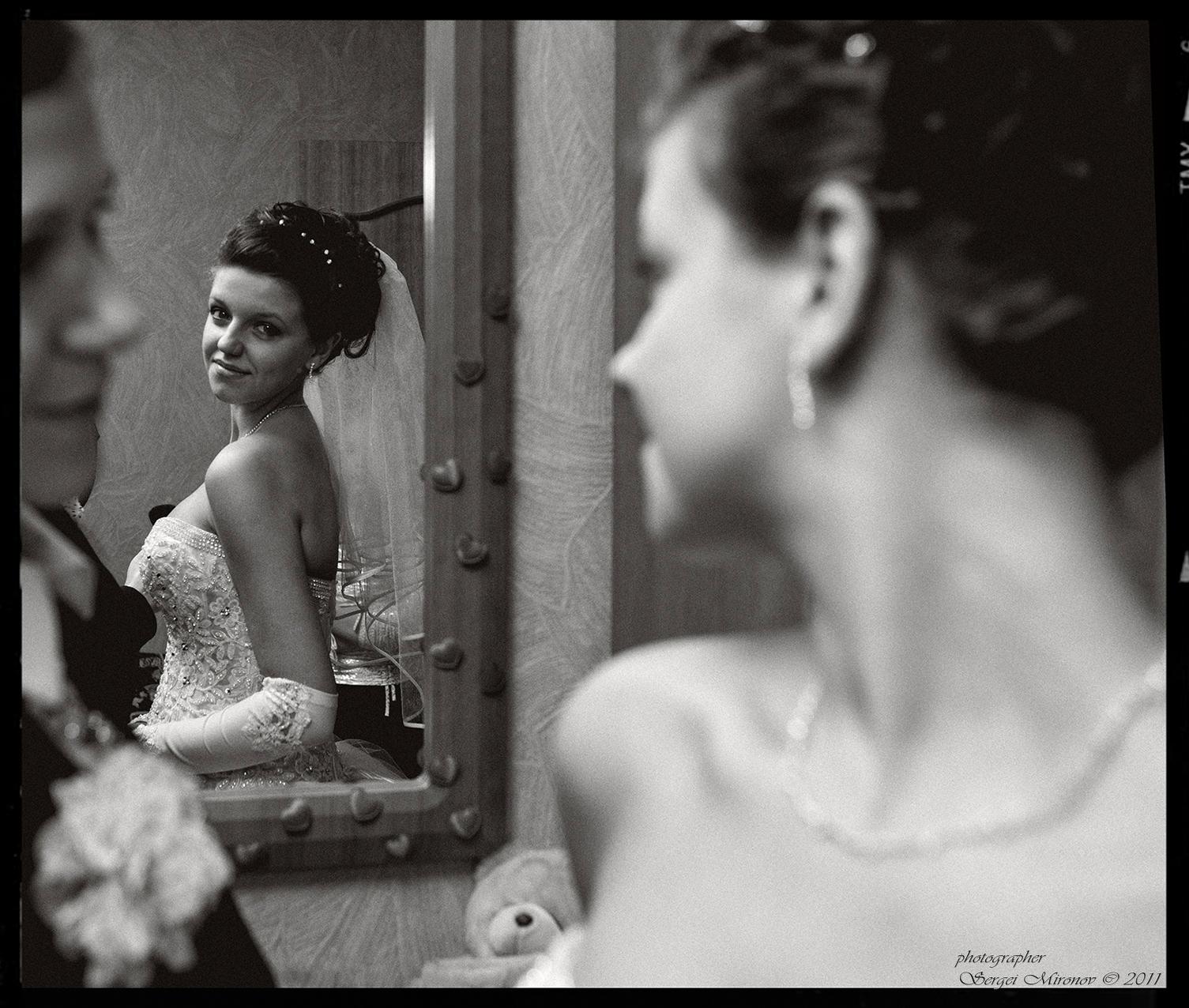 другу фото девушки в зеркале спиной фотографируют свое отражение рвут себе порывах