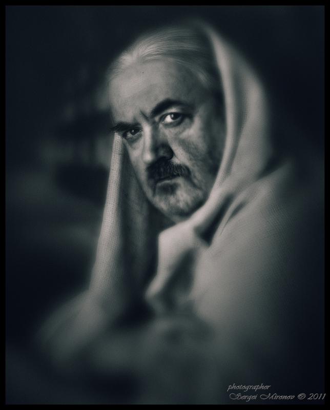 мужской портрет в темной тональности