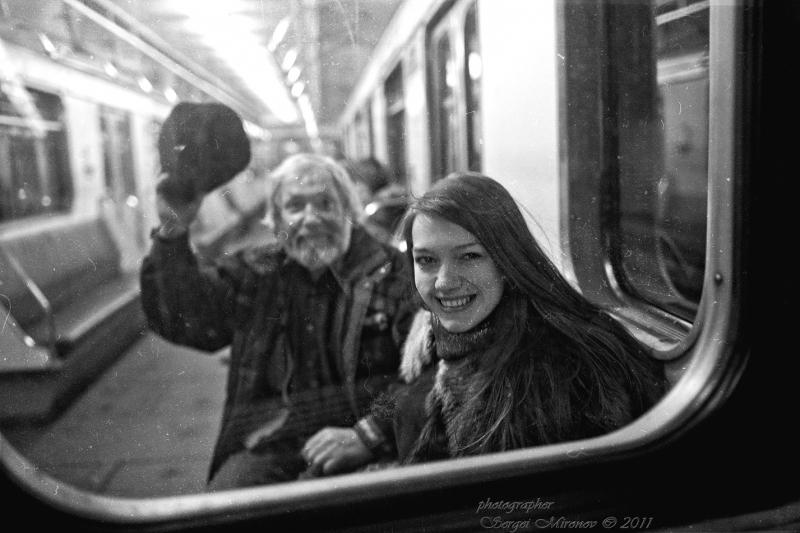 в метро...