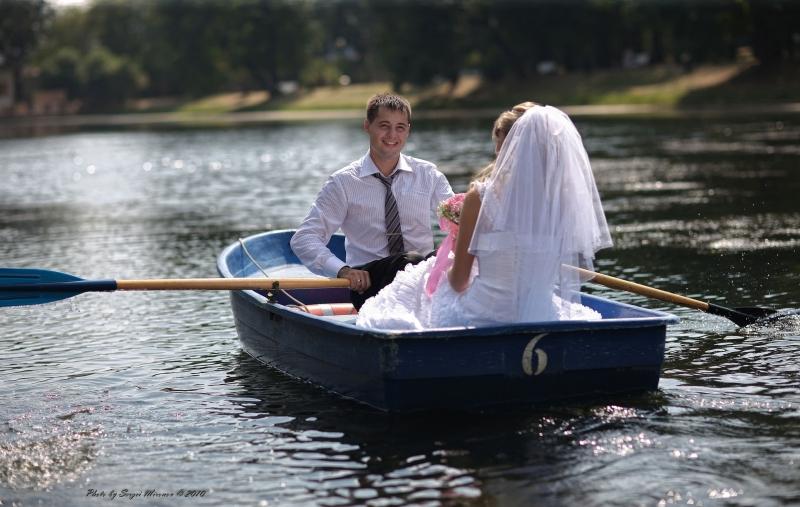 свадебное путешествие или романтический кадр на одном из московских прудов...