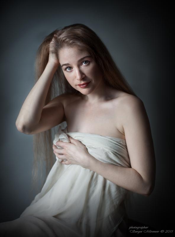 портрет в светлой тональности со скрипкой