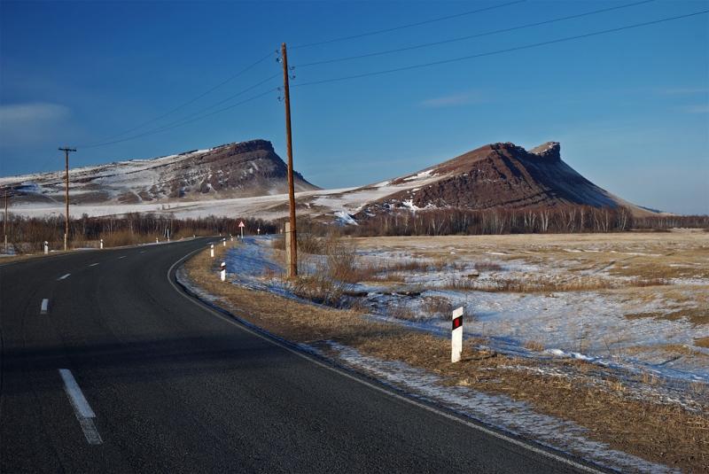 Дорога к горной гряде