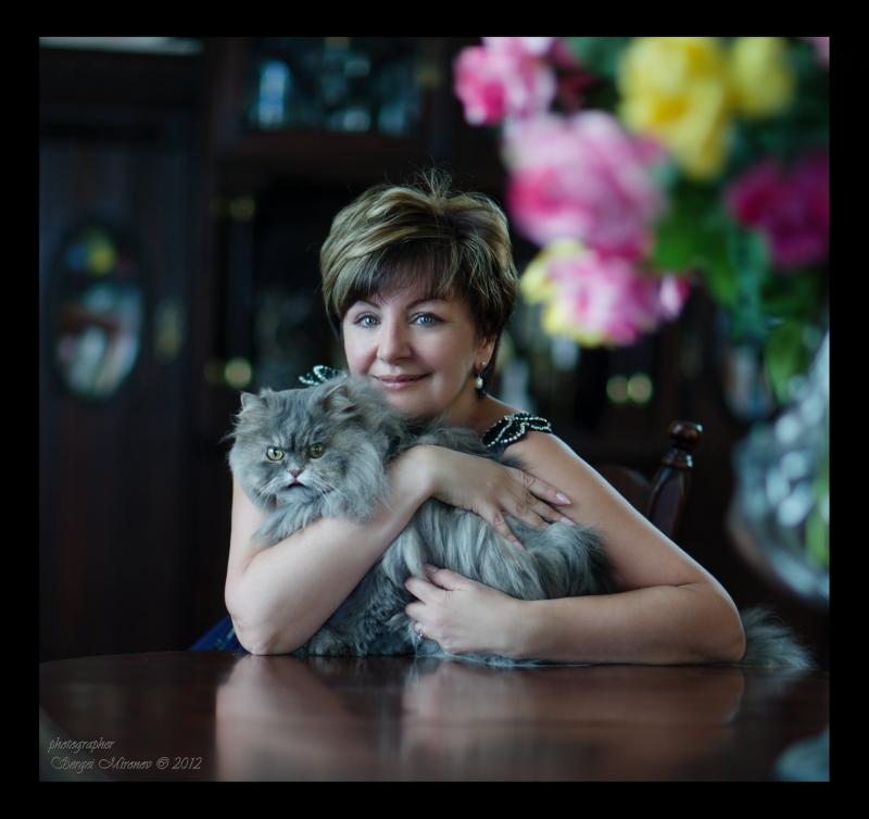 портрет в интерьере, с букетом и котом
