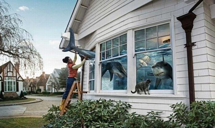 Реклама на окне дома