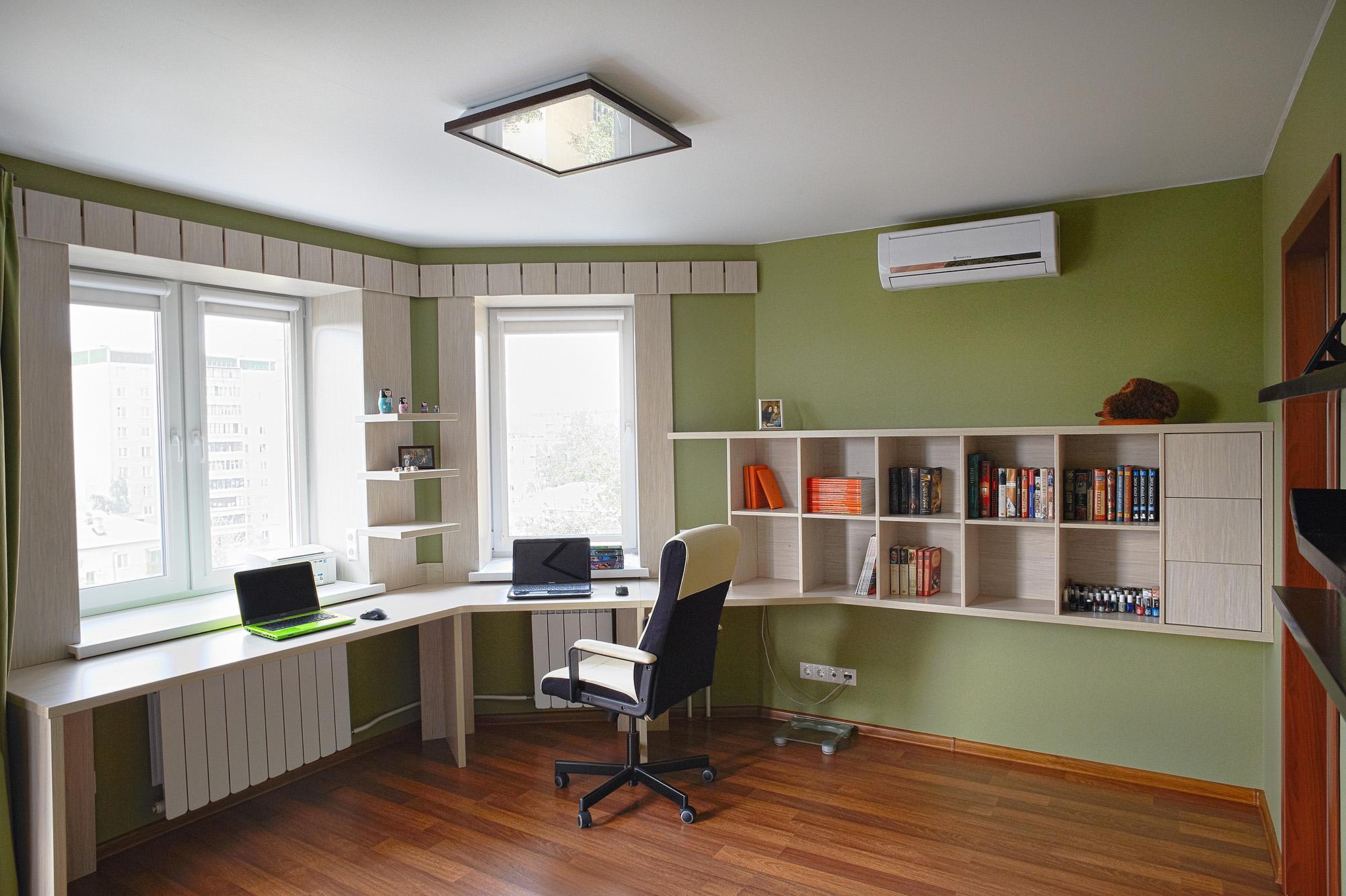 В просторном кабинете создано супер-функциональное пространс.