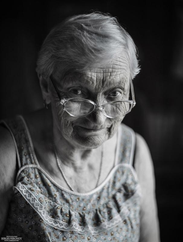 портрет пожилой учительницы