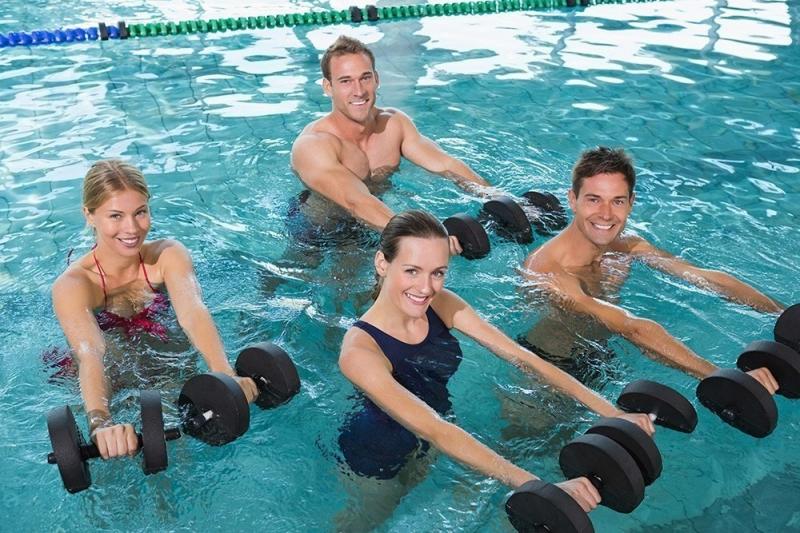 Болливудские танцы, велосипед под водой и разминка на морозе. 8 самых необычных фитнес-студий мира | Медицина и здоровье | Текст #217151