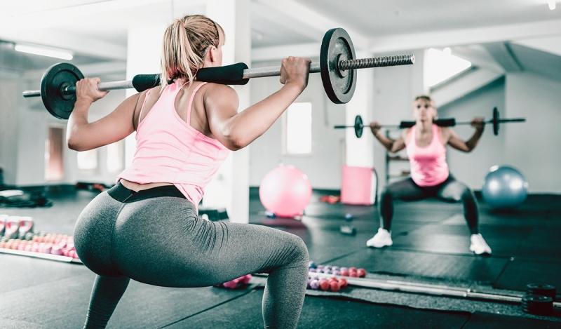 Лучшие упражнения для упругих ягодиц: приседания, становая тяга, штанга | Статья | Текст #224013