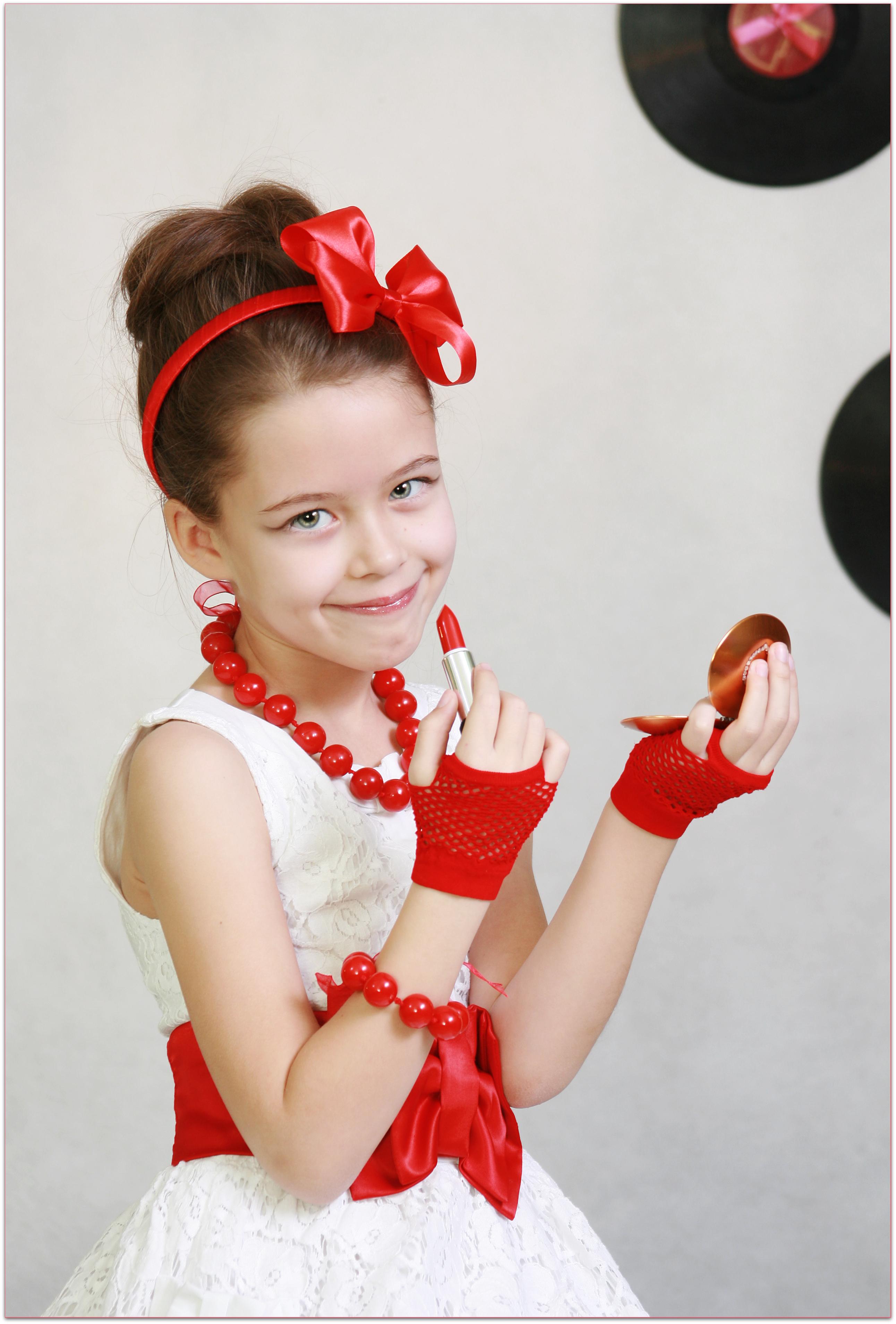 Прически в стиле стиляги для девочек на выпускной